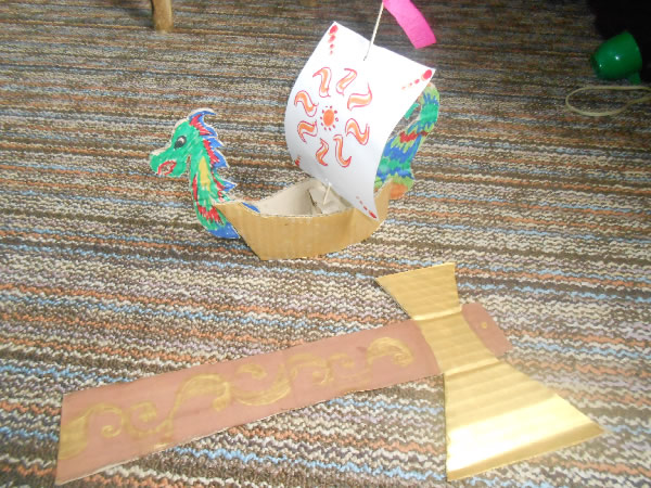 Как сделать топор из картона для детей