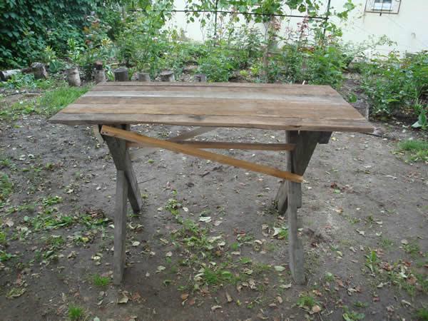 Как сделать деревянный стол на даче 496